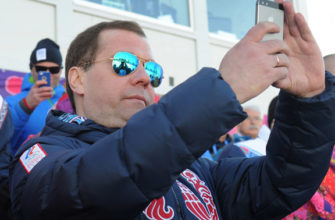 Медведев позаимствовал iPad у Дворковича